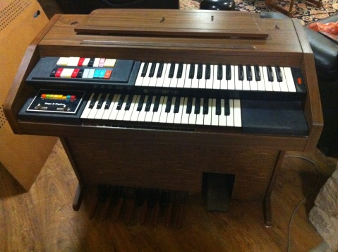The Hammond 123J3, photo by the internet.