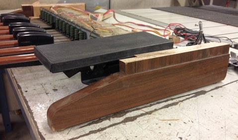 Side view: The volume pedal is slightly above the side panels, so the top board will need an opening to match.